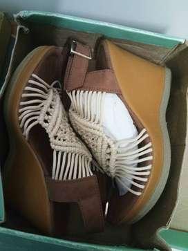 Catwalk beige brown strap wedges