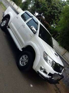 Mobil toyota hilux dowble cabin 4x4 2012