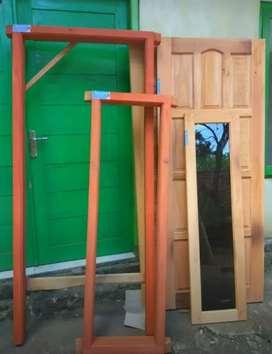 Kusen pintu dan jendela sett paket untuk kost/kos bahan kayu mahoni