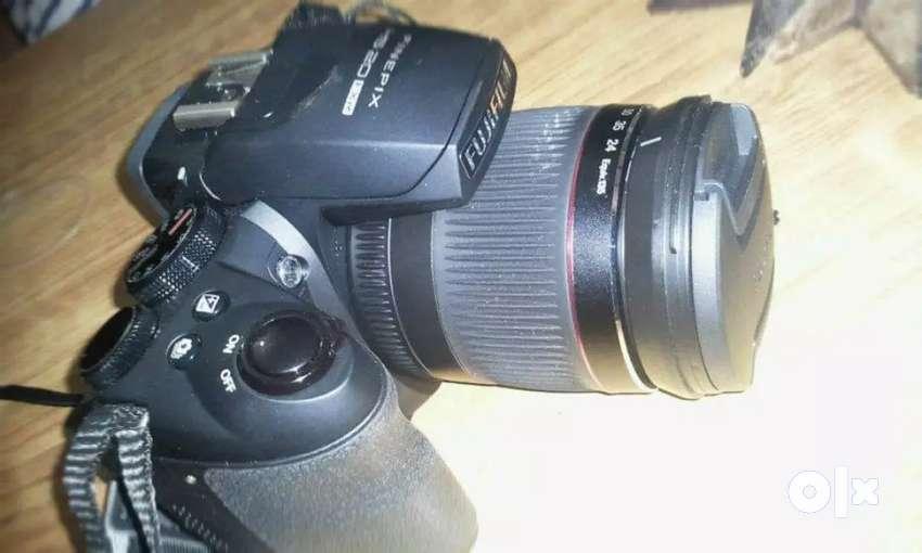 Fuji HS20 EXR 16 megapixels camera 0