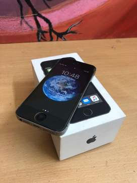 Apple iphone 5s 16gb space grey with bill and box.