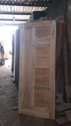 pintu kamar kos