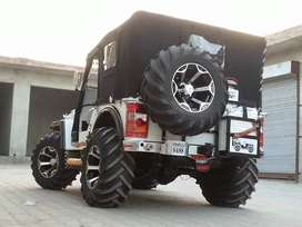 High speed white hunter willys jeep with five