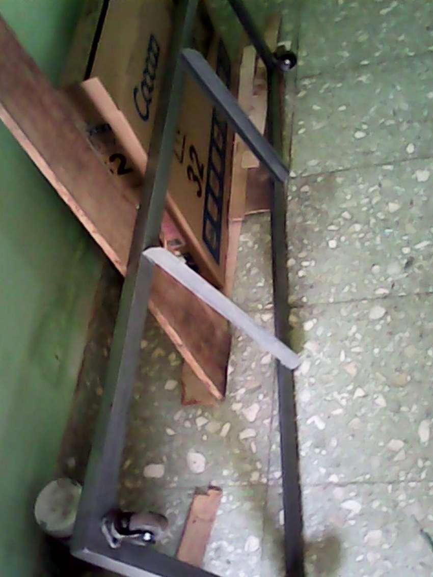 Rangka besi + roda buat Etalase jualan ukuran  150 cm x 40 cm Mulus 0