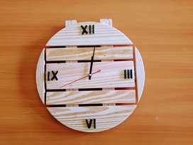 Jam kayu klasik bulat barel