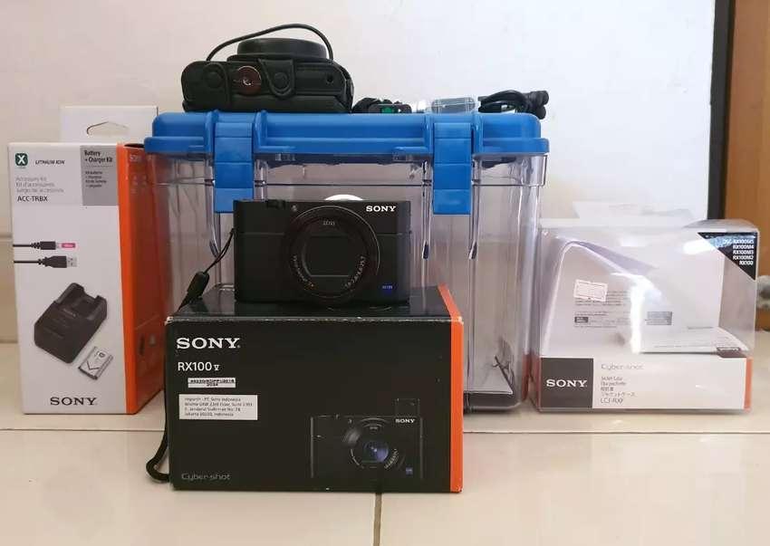 Paket Komplit  Kamera Sony RX100 Mark V 0