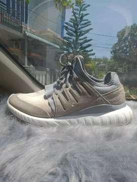 Sepatu Adidas tubular ori