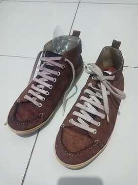 Sepatu Sneakers Kulit Parachute Size 40