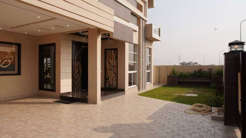 Magnificent 1 Kanal House For Sale In D H A Phase 8 Block S Lahore 0