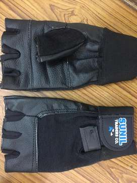 Leather gloves girls & boys 1 pair 220rp and dilvery charges 180rp