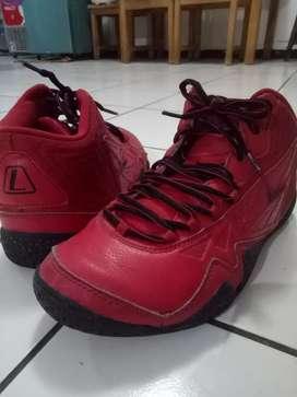 Sepatu League Levitate second. EUR: 39, US: 6.5.  Dijual cepat