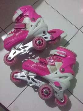 Sepatu roda pink usia 4 samoai 7 tahun