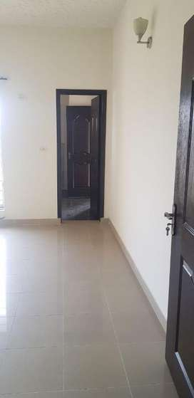 2 Bed Room 5 Marla Flat For Rent in Army Officers Complex Askari 11 La
