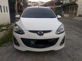 Mazda2 HBR mt 2013/2014 putih. Plat bk medan. Harga nego
