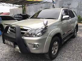 Toyota Fortuner 2.7 G Luxury AT 2005 Barang Sangat Terawat Siap Pakai