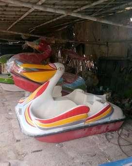 sepeda air pelikan mulut kuning atau sepeda air burung pelikan