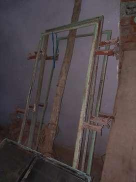 लोहे की चौखट बेचना है एवं लोहे की खिड़की भी बेचना है खिड़की साइज 4 x 4