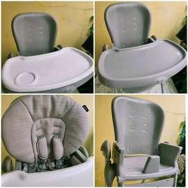 Tempat makan / kursi makan bayi