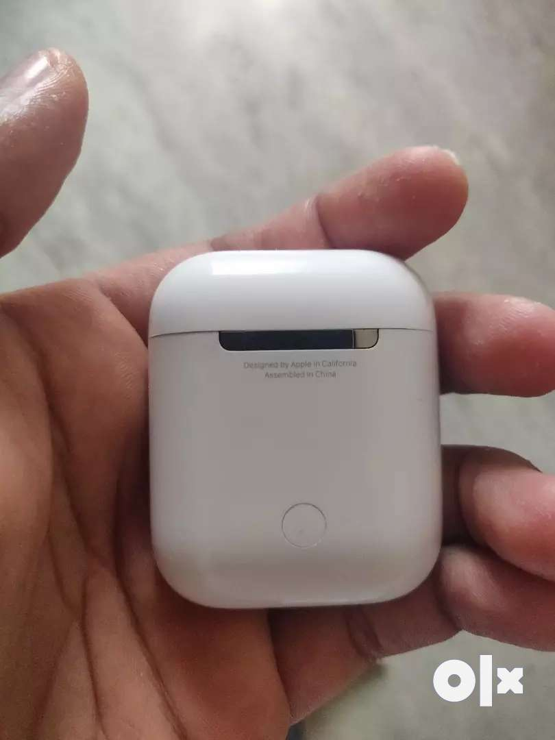 Apple Airpod with charger 0