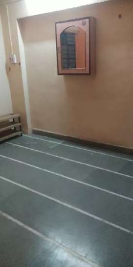 1 bhk semifurnished flat on rent at sadashiv peth.. Prime location..