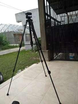 Dijual trypod kamera belum pernah digunakan masih mulus