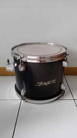 Drum band Tom tom masih mantap warna hitam