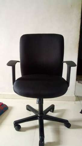 REVOLVING CHAIRS AT BEST PRICE
