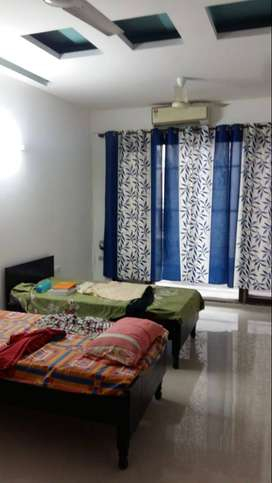 Girls PG in Noida Sector 63 & nearby all sectors with meals