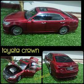 Diecast Miniatur Toyota Crown skala 1:18