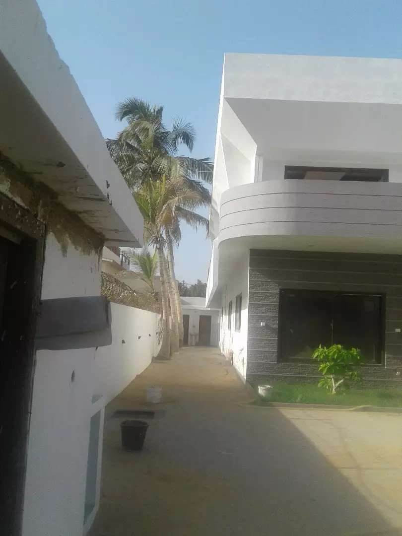 Defence 1000yd bunglow 4 bed huge Lawn parking RENT 3 lac 0