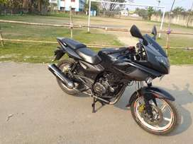 PULSER 220F from BAJAJ xcellent condition both tyres brnd new for sale
