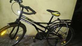 Cycle in working condition, with lock and air pump