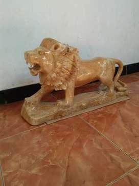 Patung singa batu onik alami