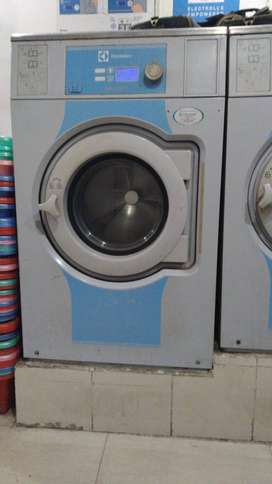 FOR SALE: COMMERCIAL WASHING MACHINE (14 kg)