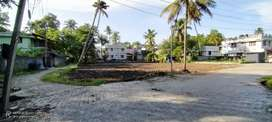 4.5 CENT villa plot at MARADU..easy access to NH47