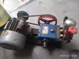 Water servicing machine