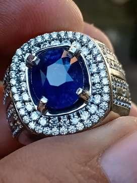 Royal blue sapphire Ceylon arilank (vivid blue )