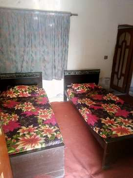 Room available for rent near moon market allama Iqbal town Lahore