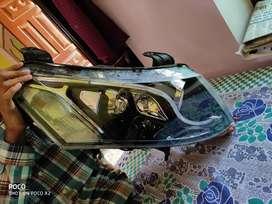 XUV 500 W10 HEAD LIGHT