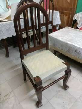 Dining table including 6 chairs