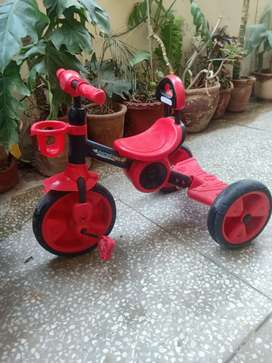 Excellent condition kids tricycle.