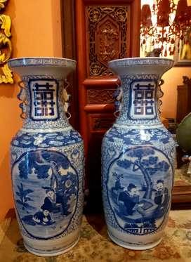 Sepasang Guci china lama.