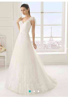 Rosa Clara Wedding Gown with veil for sale