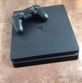 Ps4 slim 500 gb with 2 controllers and 3 games