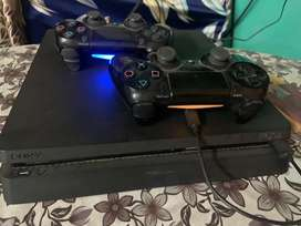 Ps4 1tb 2 controllers and games