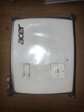 ACER PROJECTOR K135 TIPTOP CONDITION