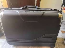 Six wheel suitcase