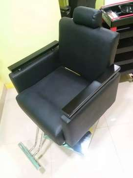 UNUSED BRAND NEW CHAIRS & MINI TROLLY FOR SALE 27500