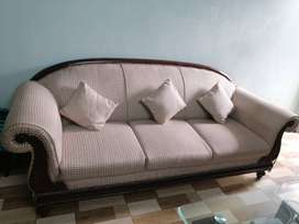 Beautiful Well Maintained Sofa Set for Drawing Room