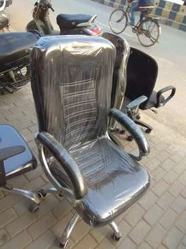 Black single cushion boss chair.strong and durable.
